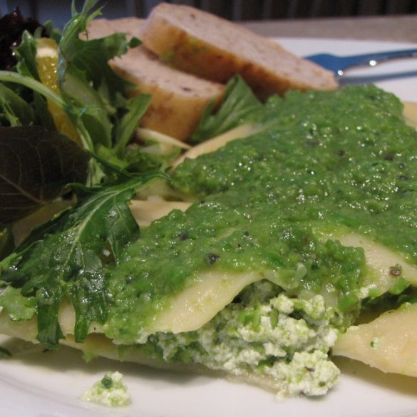 Ravioli made with green peas served with salad