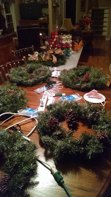 ChristmasWreathFixins