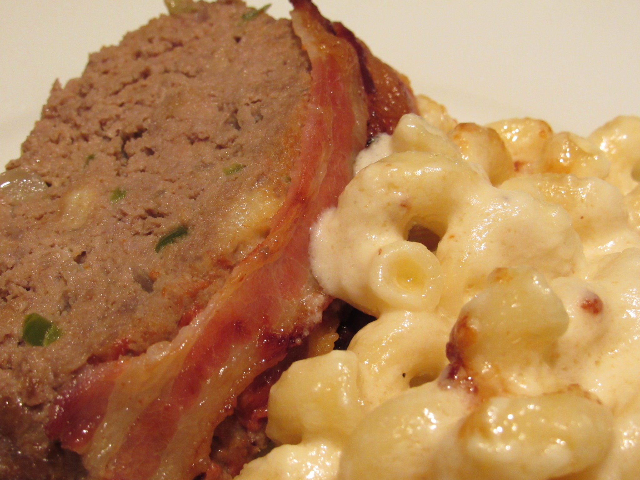 Meatloaf and mac-n-cheese for two