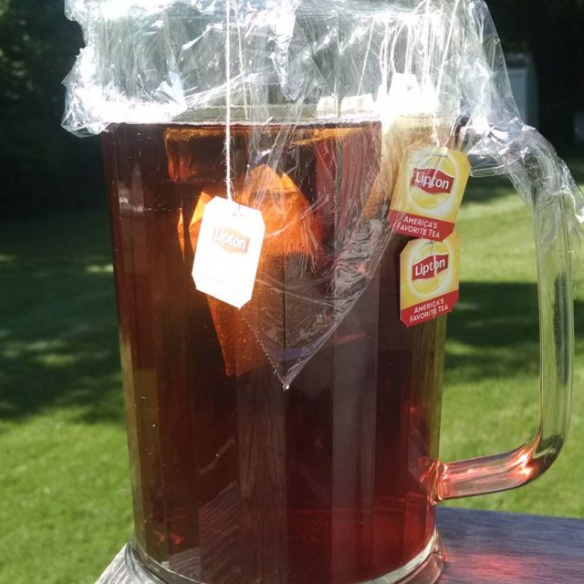 Making a pitcher of sun tea solarpower